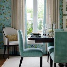 Фотография: Кухня и столовая в стиле Классический, Декор интерьера, Декор дома, Цвет в интерьере, Белый, Камин, Бирюзовый – фото на InMyRoom.ru