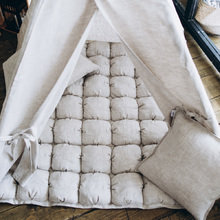 Подушка из льна бежевого цвета