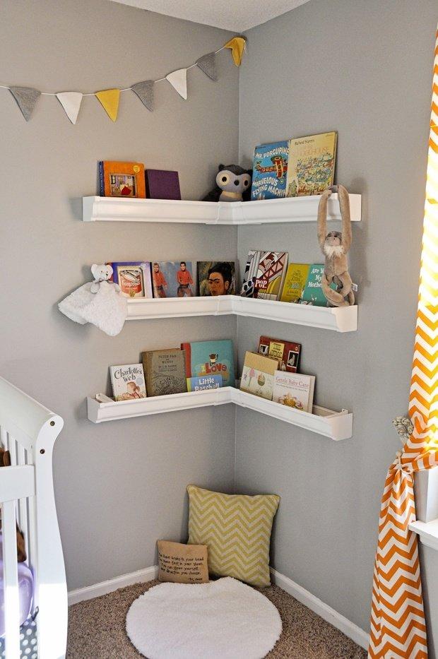Фотография:  в стиле , Советы, идеи для малогабариток, как разместить книги в интерьере, хранение книг в небольшой квартире – фото на InMyRoom.ru