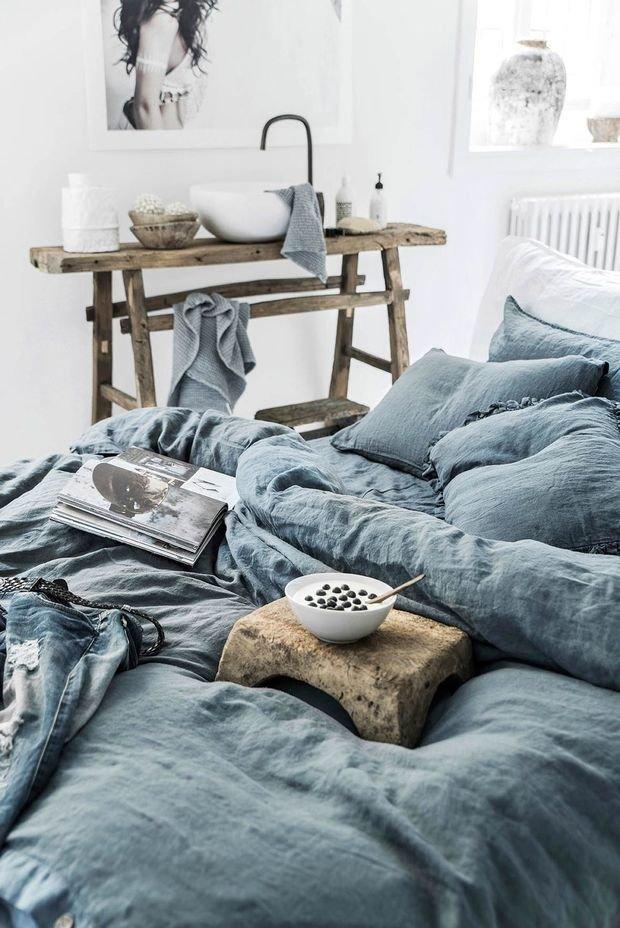 Фотография: Спальня в стиле Минимализм, Эко, Декор интерьера, дерево в интерьере, тренды 2019 – фото на INMYROOM
