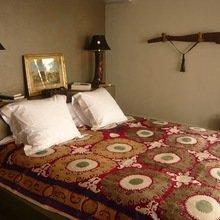 Фотография: Спальня в стиле Восточный, Дом, Терраса, Цвет в интерьере, Дома и квартиры, Бассейн, Стены, Греция – фото на InMyRoom.ru