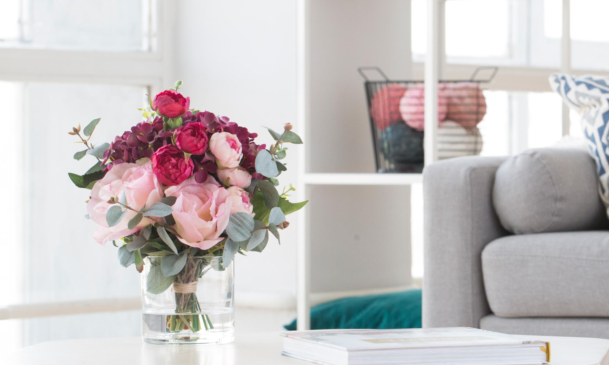 Купить Композиция из искусственных цветов - гортензия бургундия, розы, эвкалипт, inmyroom, Россия