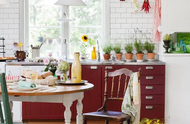 Фотография: Кухня и столовая в стиле , Прованс и Кантри, Интерьер комнат – фото на InMyRoom.ru