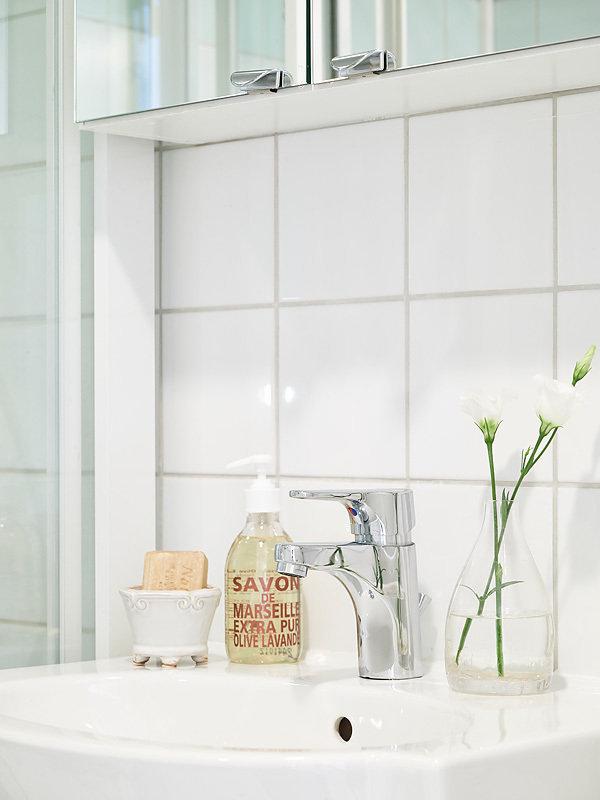 Фотография: Ванная в стиле Скандинавский, Прованс и Кантри, Декор интерьера, Квартира, Белый – фото на InMyRoom.ru