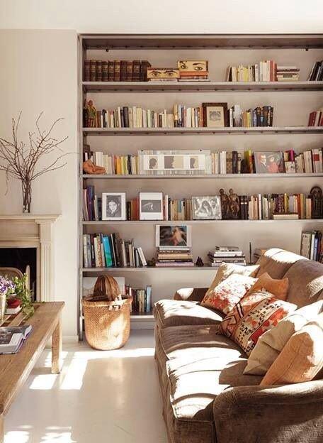 Фотография: Гостиная в стиле Скандинавский, Хранение, Стиль жизни, Советы, Библиотека – фото на InMyRoom.ru