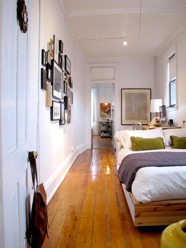Фотография: Спальня в стиле Скандинавский, Малогабаритная квартира, Квартира, Цвет в интерьере, Дома и квартиры, Стены, Нью-Йорк, Системы хранения, Квартиры – фото на InMyRoom.ru