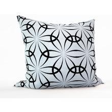 Декоративная подушка: Черно-белые цветы