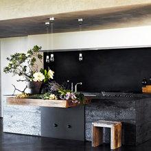 Фотография: Кухня и столовая в стиле Лофт, Декор интерьера, Дизайн интерьера, Цвет в интерьере, Черный, Желтый, Синий, Серый – фото на InMyRoom.ru