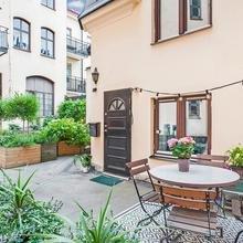 Фото из портфолио Частный дом в условиях города с собственным садом – фотографии дизайна интерьеров на INMYROOM