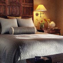 Фотография: Спальня в стиле Кантри, Декор интерьера, Интерьер комнат, Кровать – фото на InMyRoom.ru