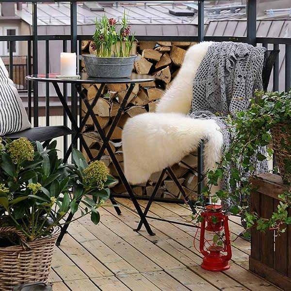 Фотография: Балкон в стиле Скандинавский, Ландшафт, Декор, Терраса, Советы, Мария Шумская, Есения Семипядная, элегантный городской балкон, винтажные вещи на балконе, восточный декор для балкона, балкон в средиземноморском стиле, ландшафтный дизайн для балкона, горизонтальное озеленение, хвойные растения на балконе – фото на InMyRoom.ru