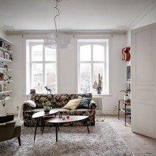 Фото из портфолио Диван с цветочным принтом в современном интерьере – фотографии дизайна интерьеров на InMyRoom.ru