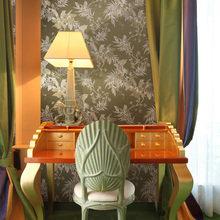 Фотография: Мебель и свет в стиле Эклектика, Гостиная, Интерьер комнат, Картины, Зеркало – фото на InMyRoom.ru