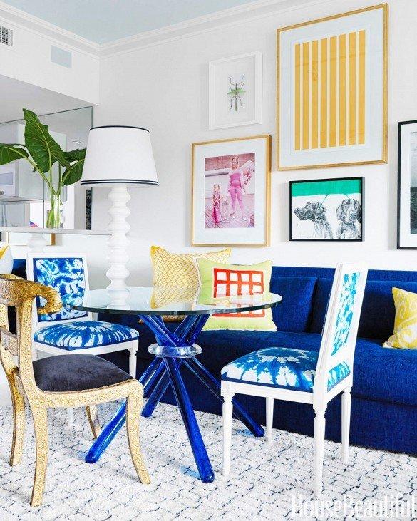 Фотография: Гостиная в стиле Эклектика, Декор интерьера, Дизайн интерьера, Цвет в интерьере, Белый, Синий, Серый – фото на InMyRoom.ru