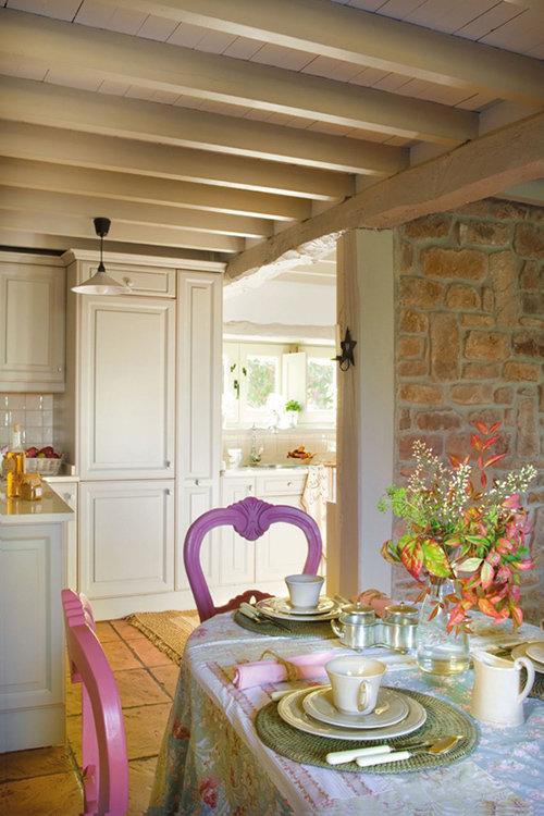 Фотография: Кухня и столовая в стиле Прованс и Кантри, Классический, Современный, Декор интерьера, Дом, Испания, Дома и квартиры, Балки – фото на InMyRoom.ru