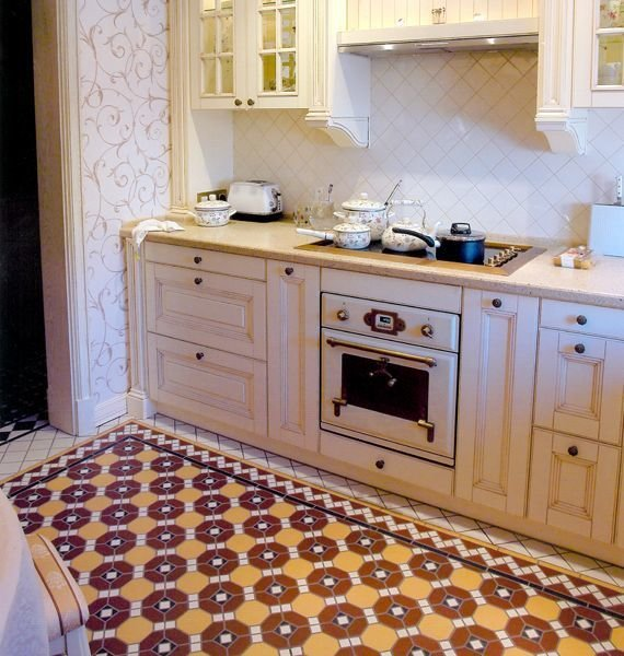 Фотография: Кухня и столовая в стиле Прованс и Кантри, Декор интерьера, Декор дома, Плитка, Ремонт на практике – фото на InMyRoom.ru