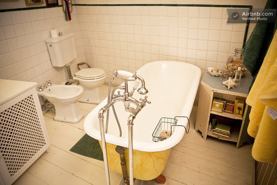 Фотография: Ванная в стиле Скандинавский, Стиль жизни, Советы, Париж, Airbnb – фото на InMyRoom.ru