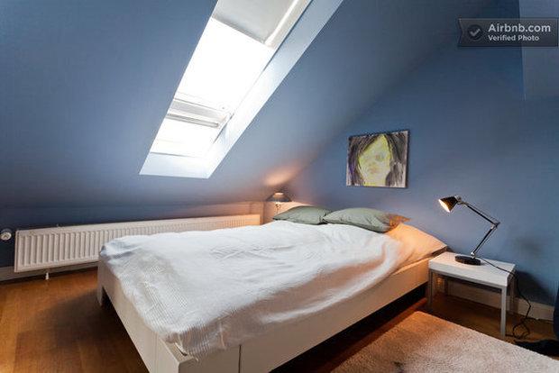 Фотография: Спальня в стиле Минимализм, Декор интерьера, Квартира, Дома и квартиры, Airbnb – фото на InMyRoom.ru