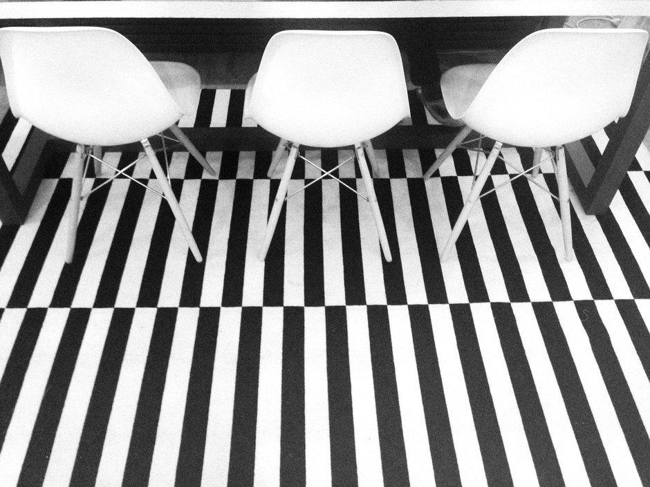 Фотография: Кухня и столовая в стиле Прованс и Кантри, Скандинавский, Эклектика, Декор интерьера, Квартира, Декор, Мебель и свет, Проект недели, советское ретро в интерьере, эклектика в интерьере, скандинавские мотивы в интерьере, студия в скандинавском стиле, как оформить студию – фото на InMyRoom.ru