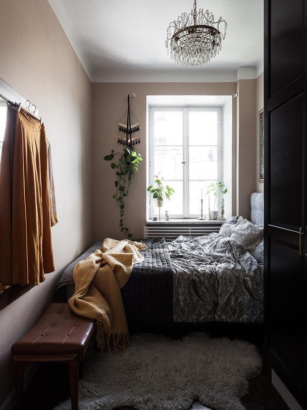 Фотография: Спальня в стиле Минимализм, Кухня и столовая, Гостиная, Скандинавский, Эклектика, Декор интерьера, Квартира, Швеция, Декор, Зеленый, Стокгольм, как создать уютную атмосферу, как обустроить двухкомнатную квартиру, 2 комнаты, 40-60 метров, как сочетать орнаменты – фото на INMYROOM