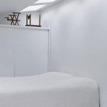 Фотография: Спальня в стиле Скандинавский, Минимализм, Дом, Дания, Цвет в интерьере, Дома и квартиры, Белый – фото на InMyRoom.ru