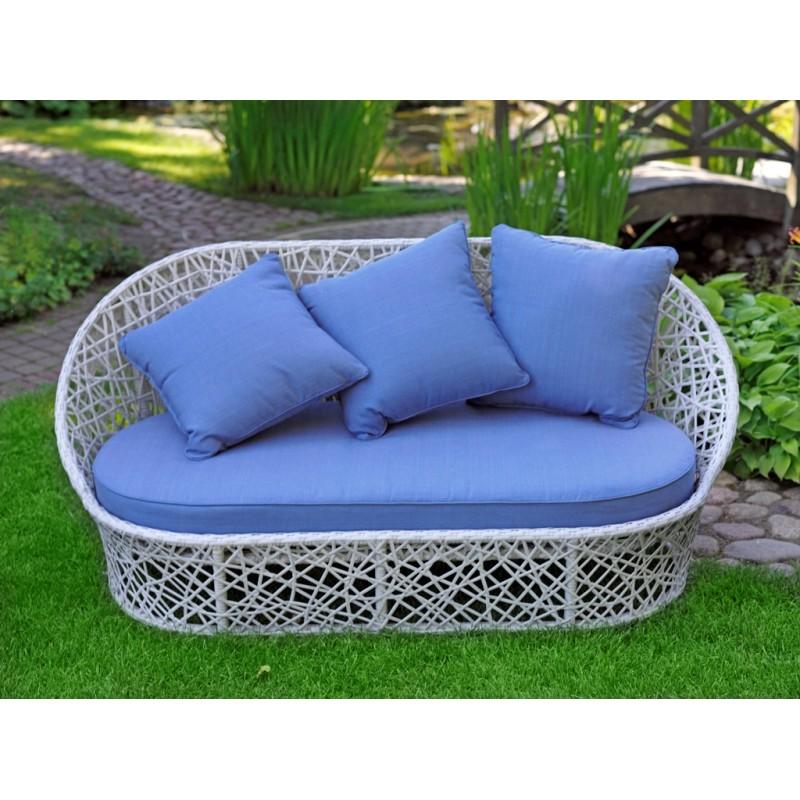 Диван лаурель с голубыми подушками