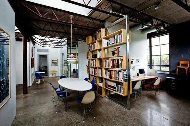 Фотография: Офис в стиле Лофт, Декор интерьера, Мебель и свет, Перегородки – фото на InMyRoom.ru