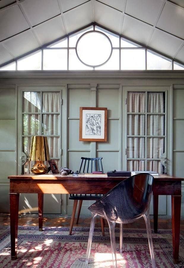Фотография: Кабинет в стиле Эклектика, Декор интерьера, Советы, стекло в интерьере, пластик в интерьере, интерьерный тренд, тенденция – фото на InMyRoom.ru