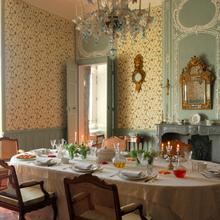 Фотография: Кухня и столовая в стиле Кантри, Классический, Декор интерьера, Дом, Декор дома, Камин, Ширма – фото на InMyRoom.ru