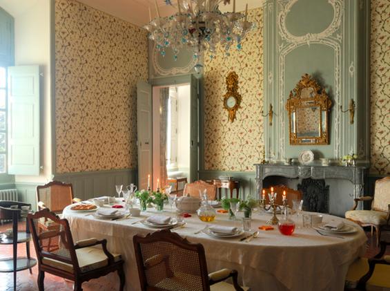Фотография: Кухня и столовая в стиле Прованс и Кантри, Классический, Декор интерьера, Дом, Декор дома, Камин, Ширма – фото на InMyRoom.ru