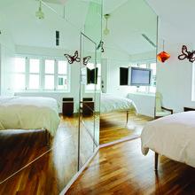 Фотография: Спальня в стиле Минимализм, Отель, Гид – фото на InMyRoom.ru