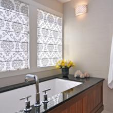 Фотография: Ванная в стиле Классический, Декор интерьера, Текстиль, Шторы – фото на InMyRoom.ru