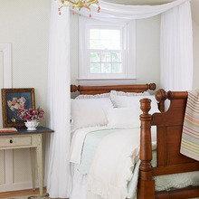 Фотография: Спальня в стиле Классический, Современный, Декор интерьера, Декор, Мебель и свет, Балдахин – фото на InMyRoom.ru