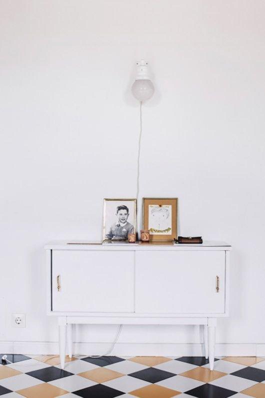 Фотография: Мебель и свет в стиле Скандинавский, Прочее, Советы, Пол, Ремонт на практике, напольное покрытие, ламинат, напольная доска, виниловая плитка, керамическая плитка, линолеум, ковролин, отделка, отделка пола – фото на InMyRoom.ru