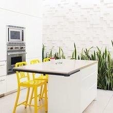 Фотография: Кухня и столовая в стиле Хай-тек, Декор интерьера, Дизайн интерьера, Цвет в интерьере, Желтый – фото на InMyRoom.ru
