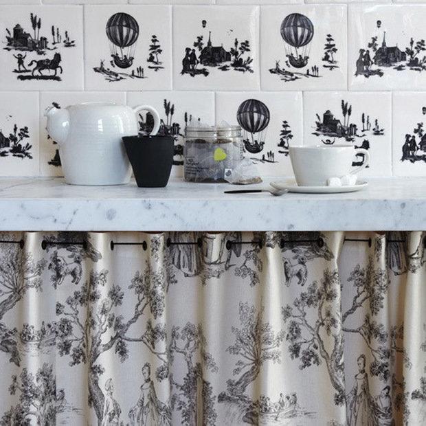 Фотография: Кухня и столовая в стиле Современный, Декор интерьера, Дом, Декор дома, Системы хранения, Шторы – фото на InMyRoom.ru