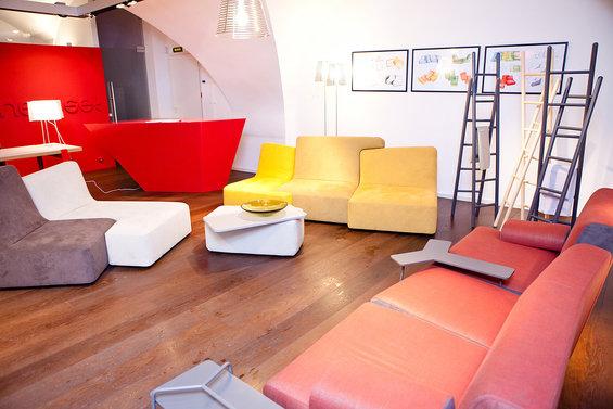Фотография: Офис в стиле Минимализм, Индустрия, События, Маркет, Мягкая мебель, Светильники, Ligne Roset – фото на InMyRoom.ru