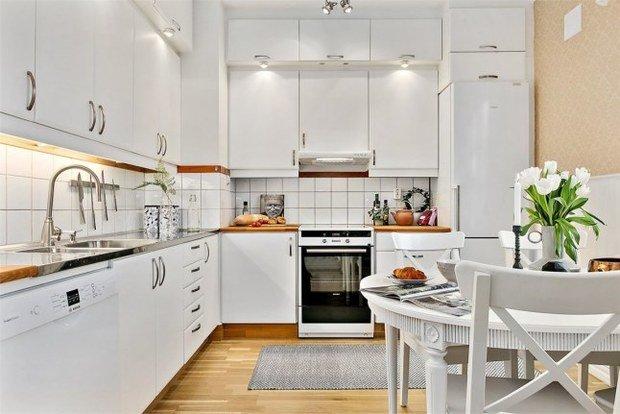 Фотография: Кухня и столовая в стиле Скандинавский, Эклектика, Декор интерьера, Квартира, Декор, Мебель и свет, Белый, Бежевый – фото на InMyRoom.ru