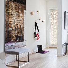 Фотография:  в стиле , Декор интерьера, Дом, Цвет в интерьере, Дома и квартиры, Белый, Картина – фото на InMyRoom.ru