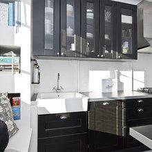 Фотография: Кухня и столовая в стиле Скандинавский, Гардеробная, Малогабаритная квартира, Квартира, Швеция, Цвет в интерьере, Дома и квартиры, Белый – фото на InMyRoom.ru