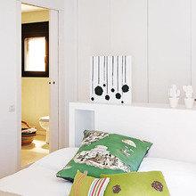 Фотография: Спальня в стиле Скандинавский, Лофт, Декор интерьера, Квартира, Цвет в интерьере, Дома и квартиры, Белый, Барселона – фото на InMyRoom.ru