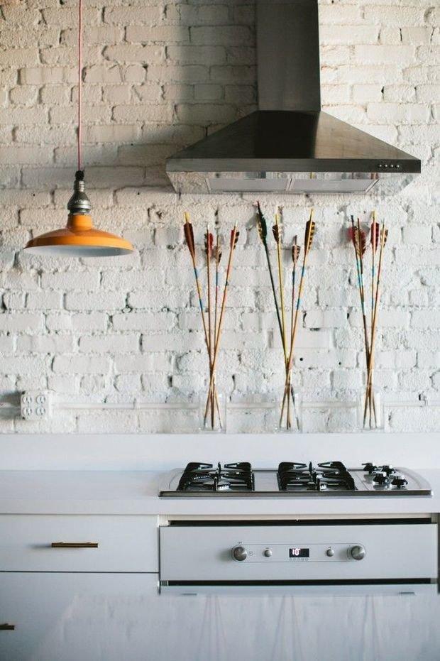 Фотография: Кухня и столовая в стиле Лофт, Прованс и Кантри, Скандинавский, Декор, Советы, Ремонт на практике, кирпич в интерьере, покраска кирпичной стены, кирпичная стена, кирпичная стена в интерьере, краска для кирпичной стены – фото на InMyRoom.ru