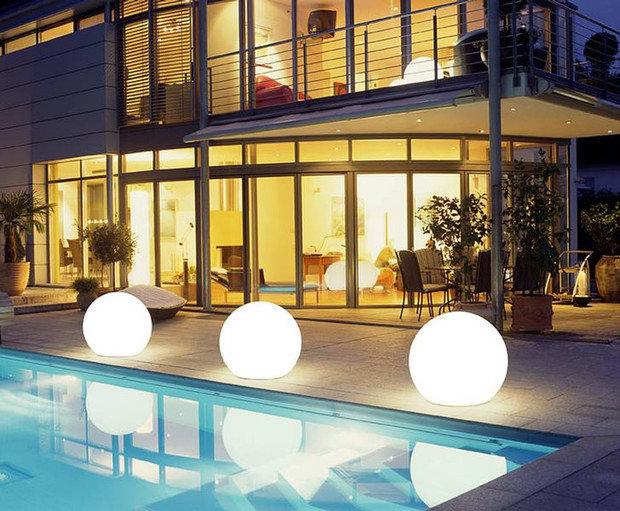 Фотография: Терраса в стиле Современный, Ландшафт, Мебель и свет, Дом и дача, как осветить дачный участок, как выбрать фонари для сада – фото на InMyRoom.ru