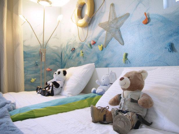 Фотография: Кухня и столовая в стиле Минимализм, Детская, Декор интерьера, Интерьер комнат, Мебель и свет – фото на InMyRoom.ru
