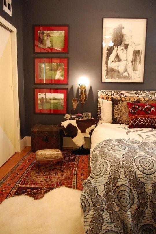 Фотография: Спальня в стиле Эклектика, Интерьер комнат, Подушки, Ковер – фото на InMyRoom.ru
