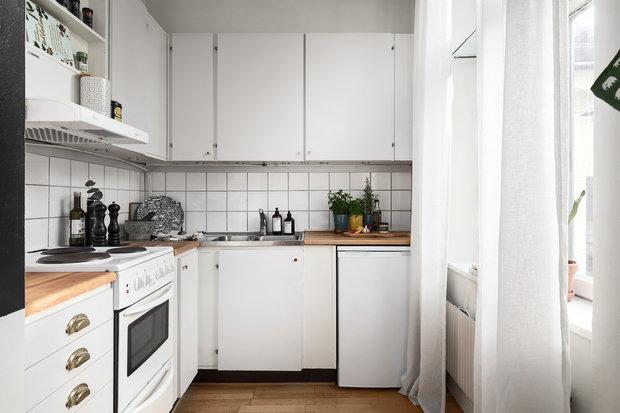 Фотография: Кухня и столовая в стиле Скандинавский, Квартира, Советы, Белый, Минимализм, Серый, 1 комната – фото на INMYROOM