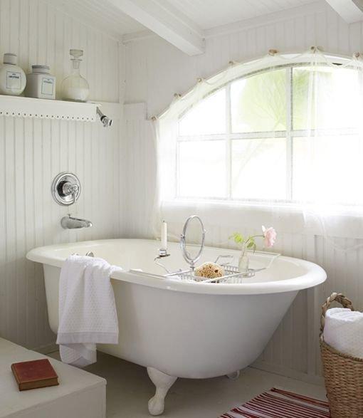 Фотография: Ванная в стиле Прованс и Кантри, Декор интерьера, Дом, Дом и дача, как оформить маленький дом – фото на InMyRoom.ru