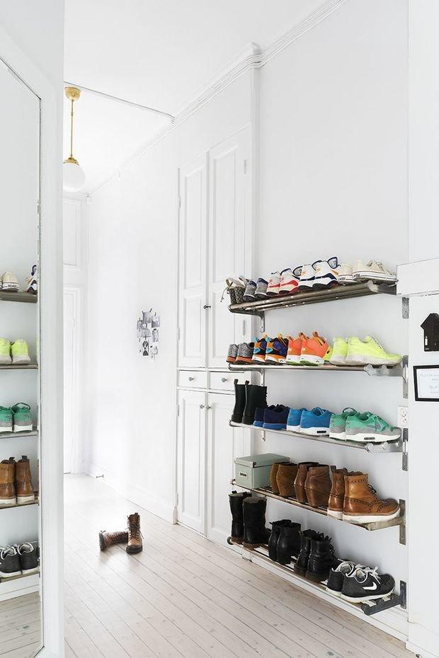 Фотография: Гостиная в стиле Лофт, Современный, Прихожая, Советы, хранение обуви, идеи хранения обуви – фото на InMyRoom.ru