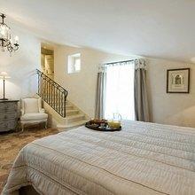 Фотография: Спальня в стиле Кантри, Дом, Дома и квартиры, Прованс, Бассейн – фото на InMyRoom.ru