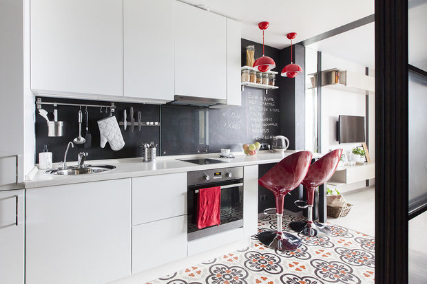 Фотография: Кухня и столовая в стиле Современный, Малогабаритная квартира, Квартира, Студия, Советы, 1 комната – фото на INMYROOM